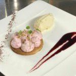 Tarte sucrée cannelle crème fouettee framboise fraiche glace au poivre de sichouan